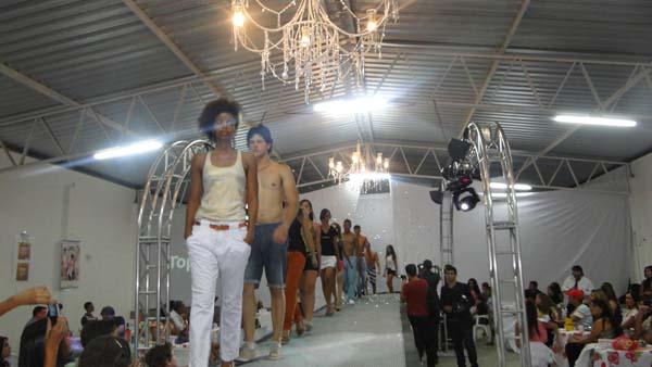 Desfile Final Curso de Modelos by Kezinha Fashion