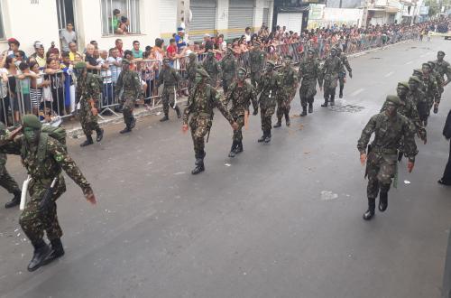 Desfile cívico-militar marca comemoração do 7 de setembro em Brumado