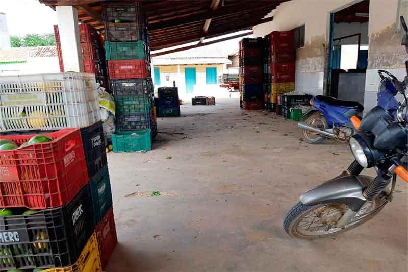 Brumado: 'Transformaram o mercado em um verdadeiro lixão', protestam moradores de Itaquaraí