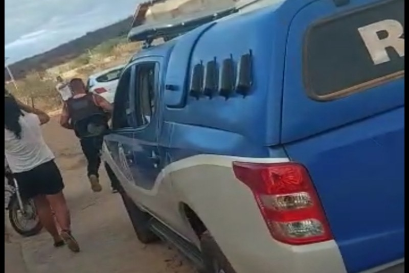 Brumado: Homem com mandado de prisão em aberto recebe PM a tiros e fica ferido
