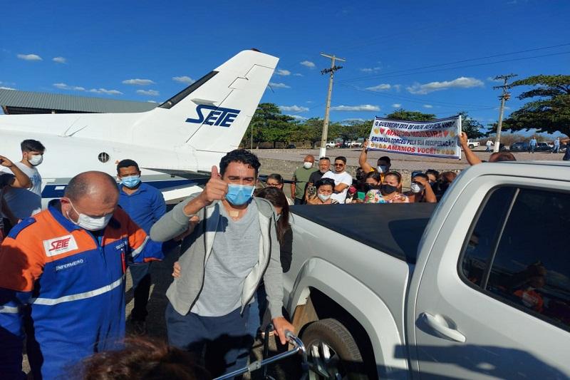 Em solo brumadense, ex-vereador Márcio Moreira é recebido por familiares e amigos sob fortes emoções
