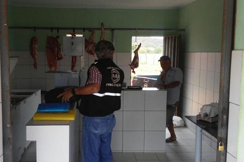 Brumado: ADAB fecha o cerco contra carne vendida sem refrigeração na zona rural