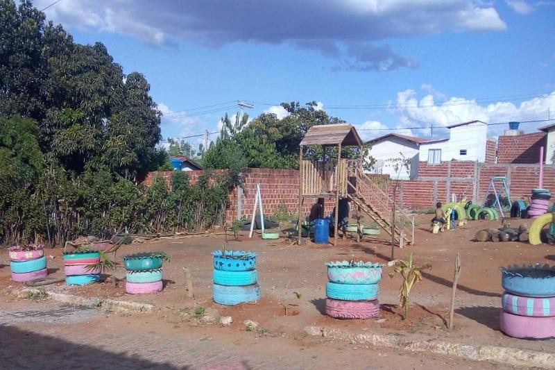 Brumado: Moradores revitalizam área no bairro Urbis 2 e criam parque infantil; doações podem ser feitas