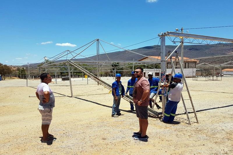 Está chegando a hora: Mega Estrutura da Arena Safadão começou a ser montada na manhã deste sábado (21)