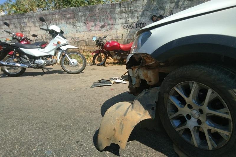 Brumado: Desatenção de motociclista causa acidente na Av. Coronel Santos