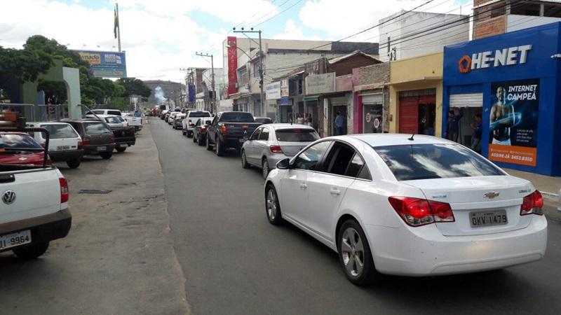 Brumado tem carreata e protestos contra preços dos combustíveis