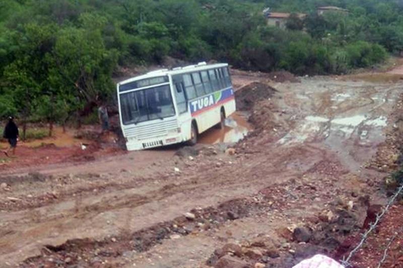 Brumado: Chuvas deixam estradas e pontes do meio rural intransitáveis; em alguns locais moradores estão ilhados