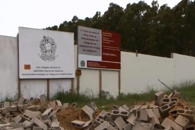 Vitória da Conquista: Muro em área federal é derrubado pela prefeitura; PF pede explicações