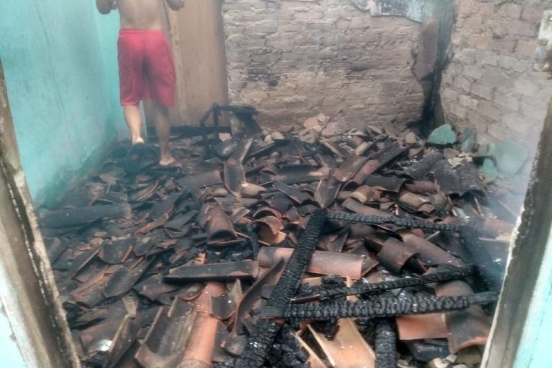 Brumado: Incêndio destrói casa na Rua Nazaré no bairro Dr. Juracy; não havia ninguém na residência