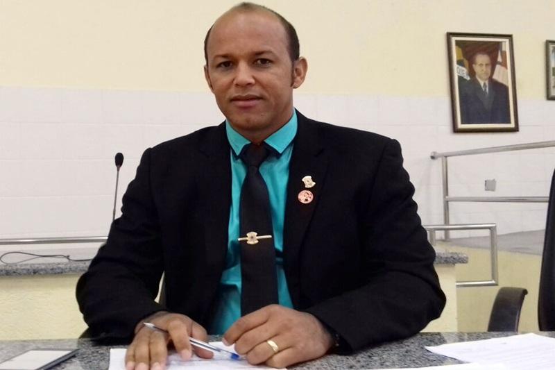 Vereador Elias Piau faz pronunciamento no Legislativo exaltando o trabalho do Tiro de Guerra de Brumado