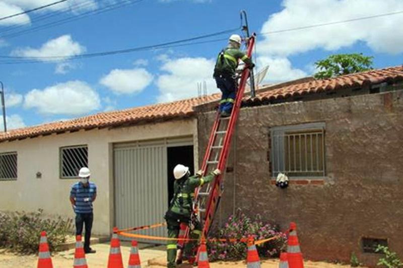 Aracatu: Coelba desativa gatos de energia no município