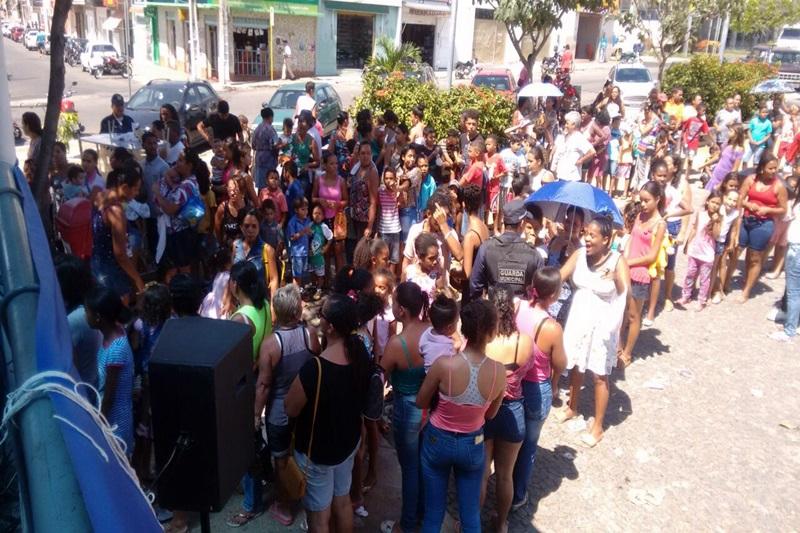 Guarda Municipal de Brumado realiza a distribuição de milhares de brinquedos arrecadados na Campanha 'Doe brinquedos e ganhe sorrisos'