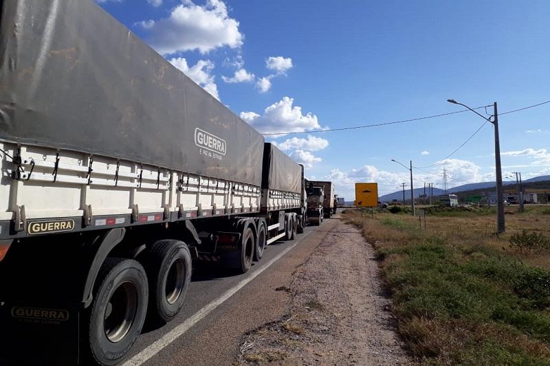 Indefinido: Associação de caminhoneiros abandona reunião e mantém greve