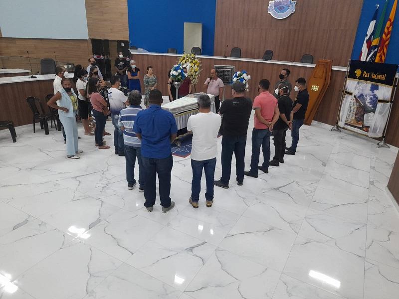 Brumado: Parentes, amigos e colegas dão último adeus a Daniel Simurro