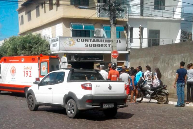 Mototaxista fica ferido em colisão no cruzamento entre a Deolino de Carvalho e Guilherme Dias