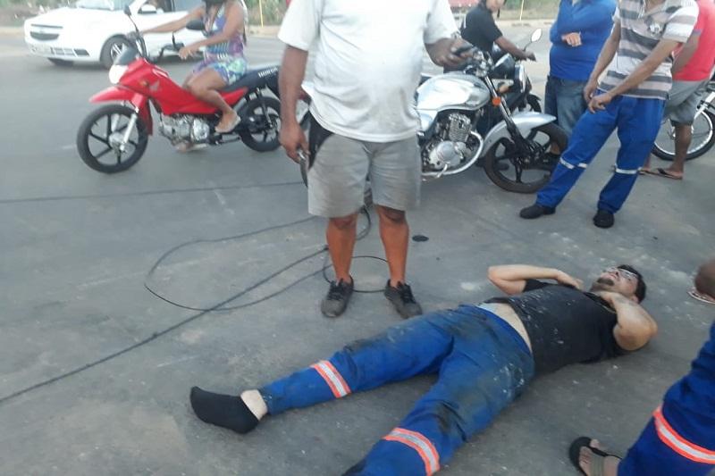 Brumado: Motociclista fica ferido ao ser atingido por fio de telefone derrubado por caminhão betoneira