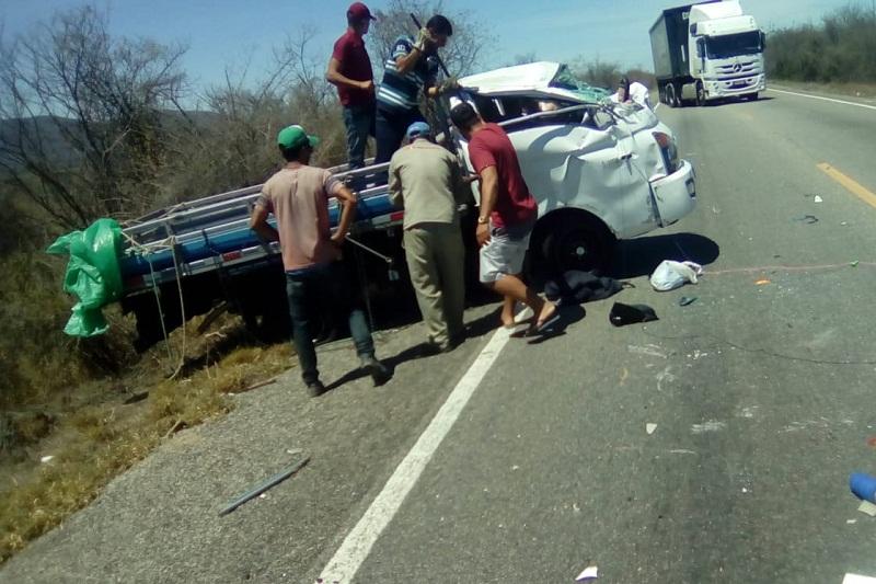 Brumado: Motorista e passageiro ficam presos às ferragens em acidente na BR-030, próximo a comunidade de Formosa